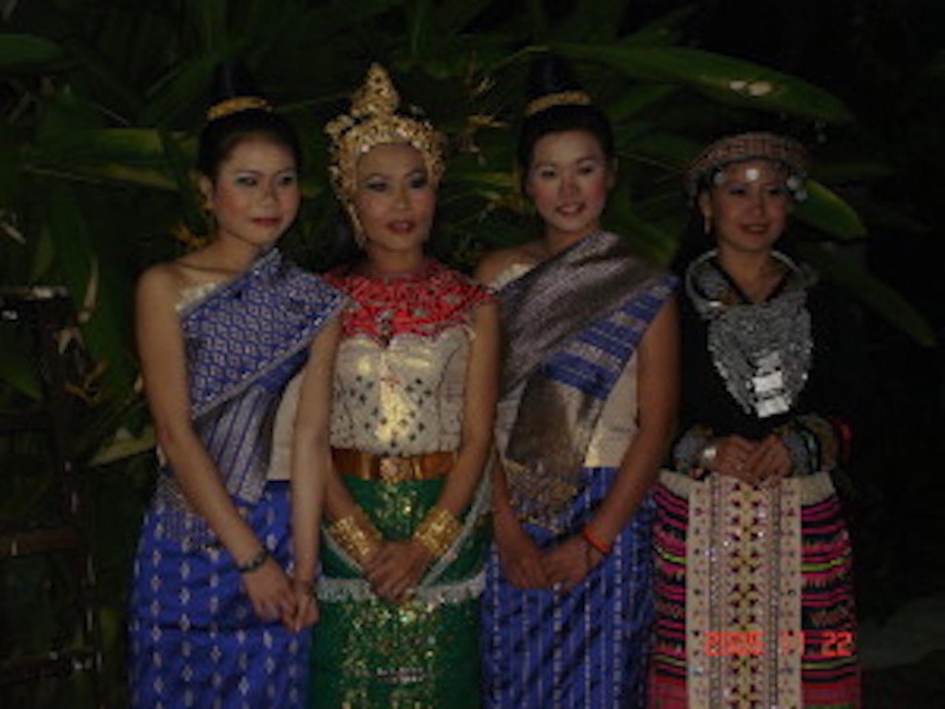 laos en costume pour bacci